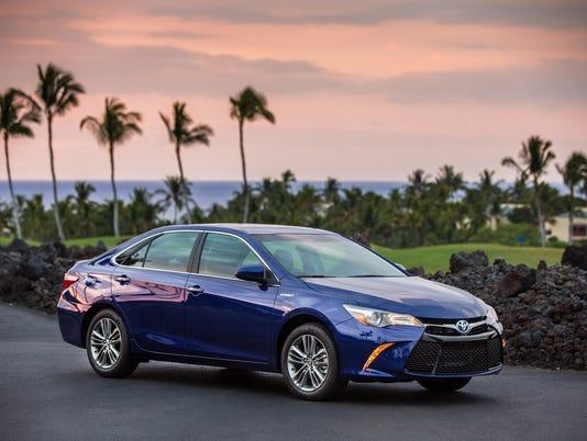 635990881172860720-2016-Toyota-Camry-Hybrid-sedan.jpg