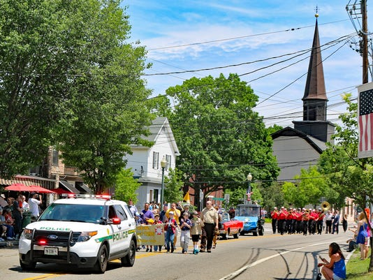 Fishkill - Police-lead-Cub-Scouts-with-VFW-Banner-and-members-of-VFW-Post-2086-p005-2016-05-30.jpg
