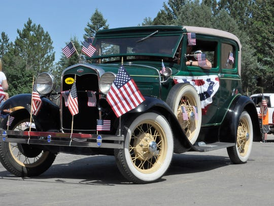 Old cars always please parade-goers at the annual Smokey