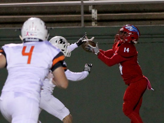 Hirschi's Tian Harrell makes the catch for a touchdown
