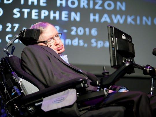 El físico británico Stephen Hawking pronuncia la charla