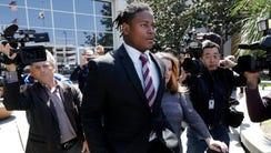 San Francisco 49ers linebacker Reuben Foster, center,