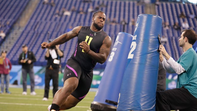Tennessee defensive lineman Kahlil McKenzie runs a drill Sunday at the NFL combine in Indianapolis.