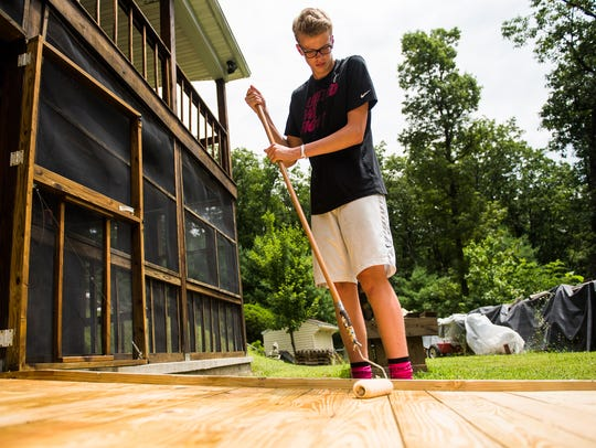 Ian Anderson, 15, from Sterling, Va., works on applying