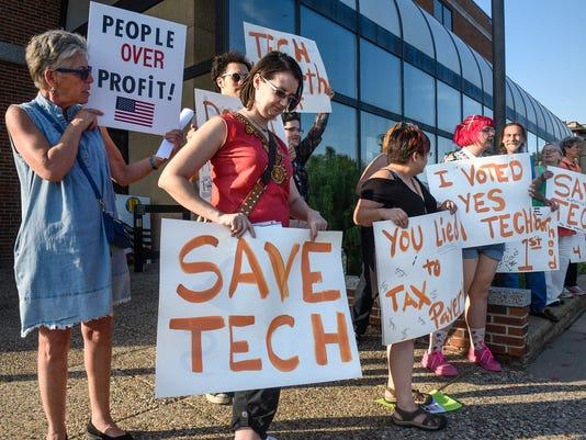 636367844142682061-Tech-protest-1.jpg