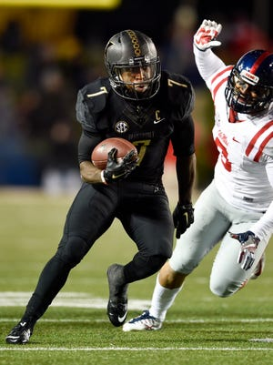 Vanderbilt Commodores running back Ralph Webb (7) advances against the Ole Miss Rebels during the second half at Vanderbilt University, Saturday, Nov. 19, 2016, in Nashville, Tenn.