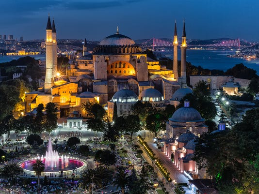 Istanbul - Hagia Sophia enlightened by night