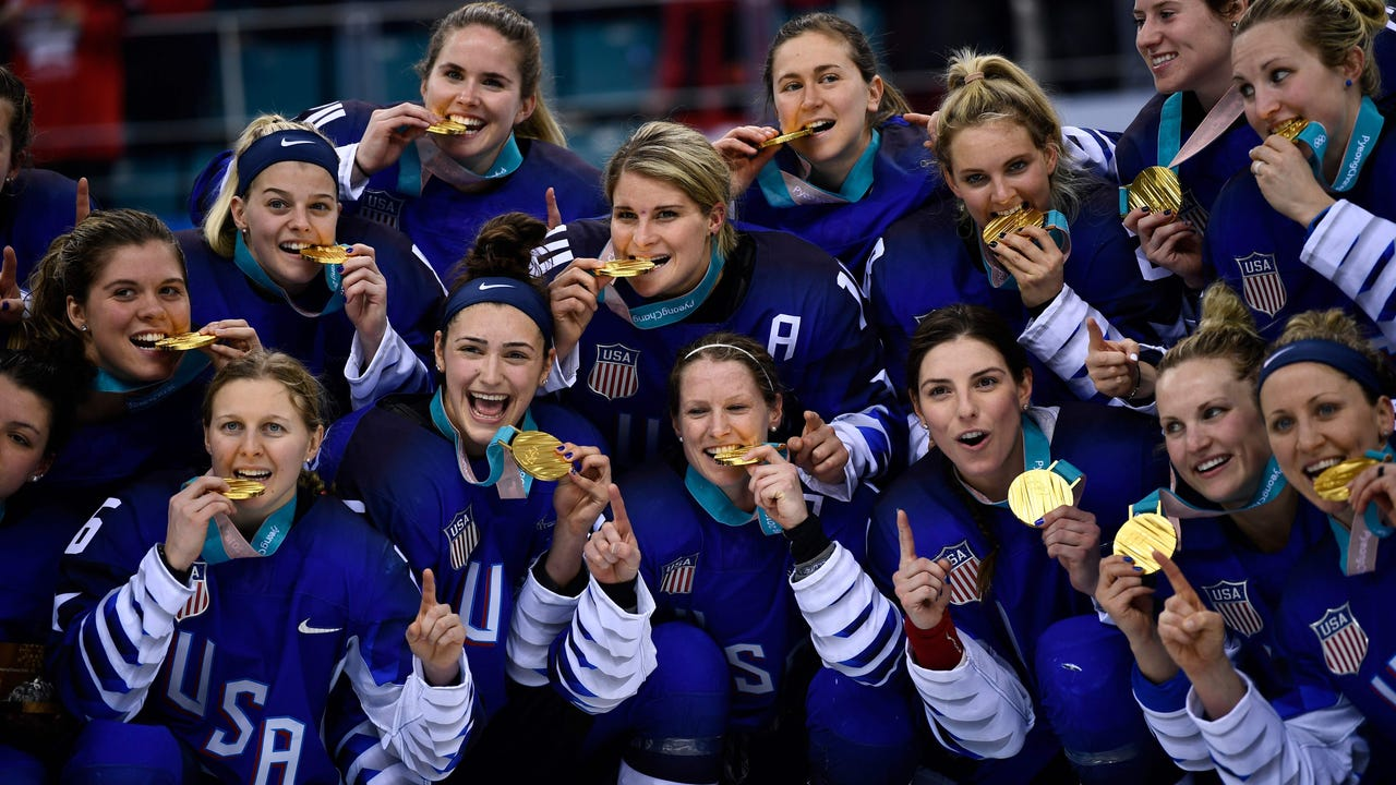 There was elation and exasperation for American and Canadian fans respectively on Thursday, after the United States defeated their rivals in a penalty shoot-out to win the Pyeongchang Winter Olympics women's hockey gold. (Feb. 22)