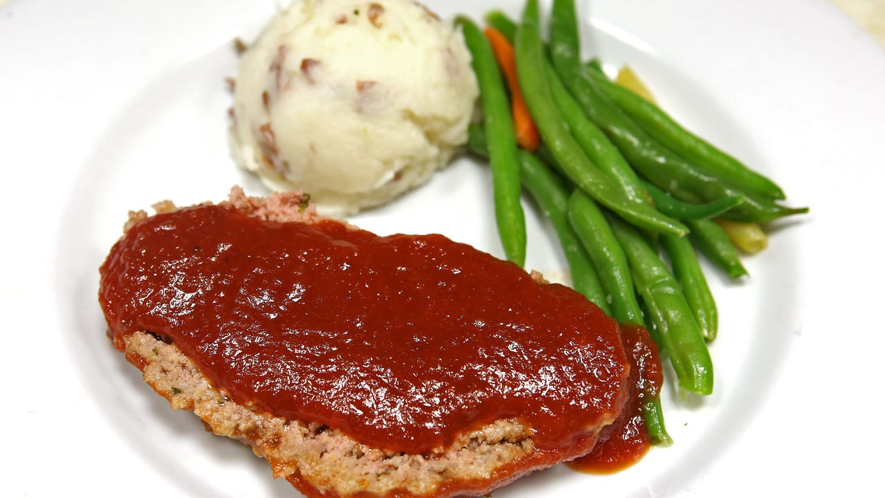 Chef Arturo Casillas shares how to cook Lulu's popular meatloaf dish