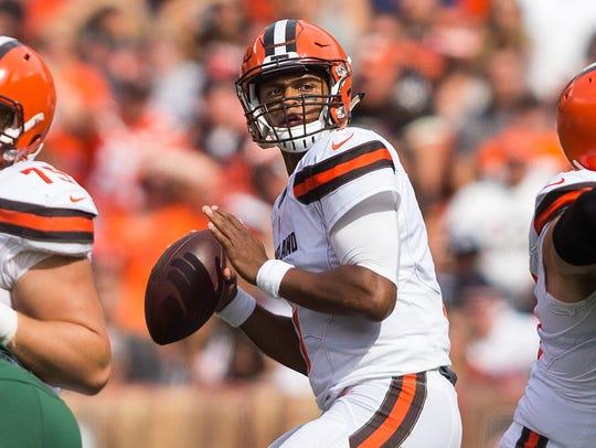 Cleveland Browns quarterback DeShone Kizer (7) prepares