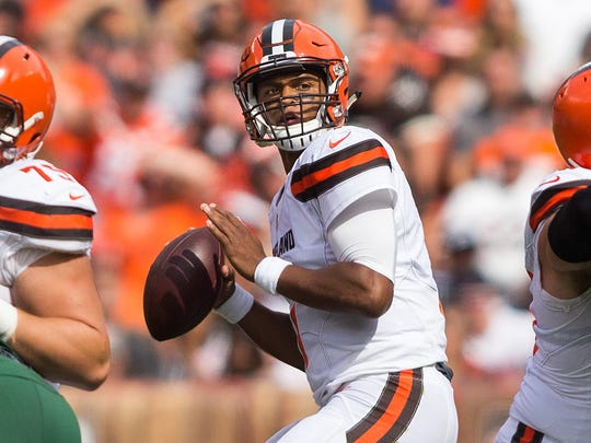 Cleveland Browns quarterback DeShone Kizer (7) prepares to throw the ball against the New York Jets during the first quarter at FirstEnergy Stadium.