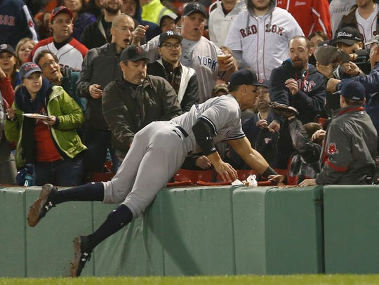 New York Yankees right fielder Aaron Judge (99) dives