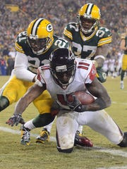 Green Bay Packers defenders Ha Ha Clinton-Dix (21) and Sam Shields (37) give up a touchdown to Julio Jones (11) against the Atlanta Falcons.