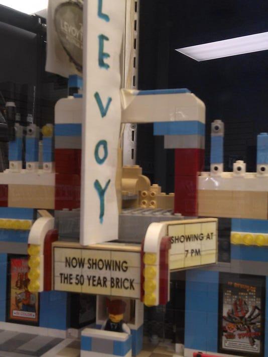 n-LegoLevoy.jpg