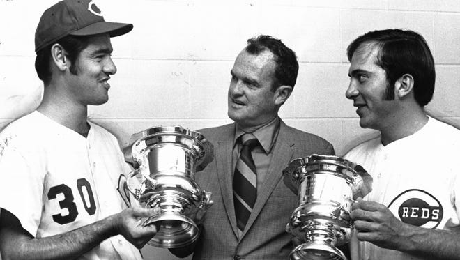 Jim Merritt, left, and Johnny Bench, right, accept 1970 awards from BBWAA chapter chairman Bill Ford of The Enquirer.