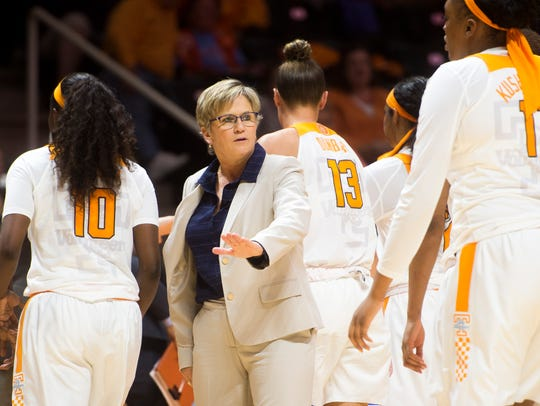 Tennessee head coach Holly Warlick high fives her players