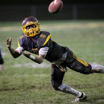 Cooper's Dante Hendrix lays out to pull in a pass during
