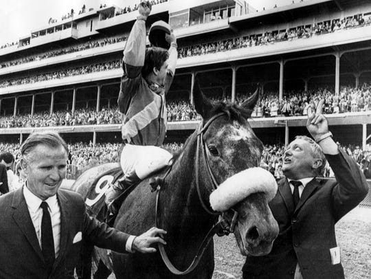Jockey Bob Ussery acknowledged the crowd as he rode