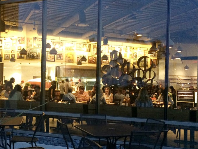 Pastaria, outside looking in