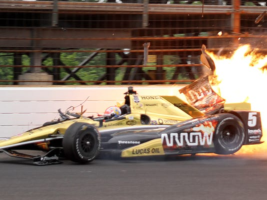 635676349597696703-1-Hinchcliffe-crash