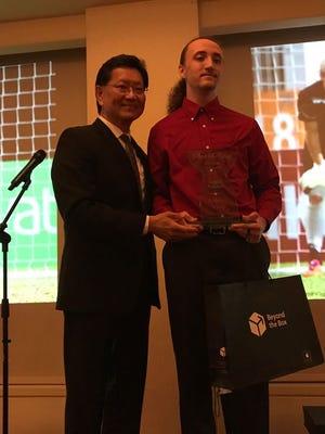 RJ Kranz wins 2017 Shieh Su Ying Scholar Male Athlete of the Year.