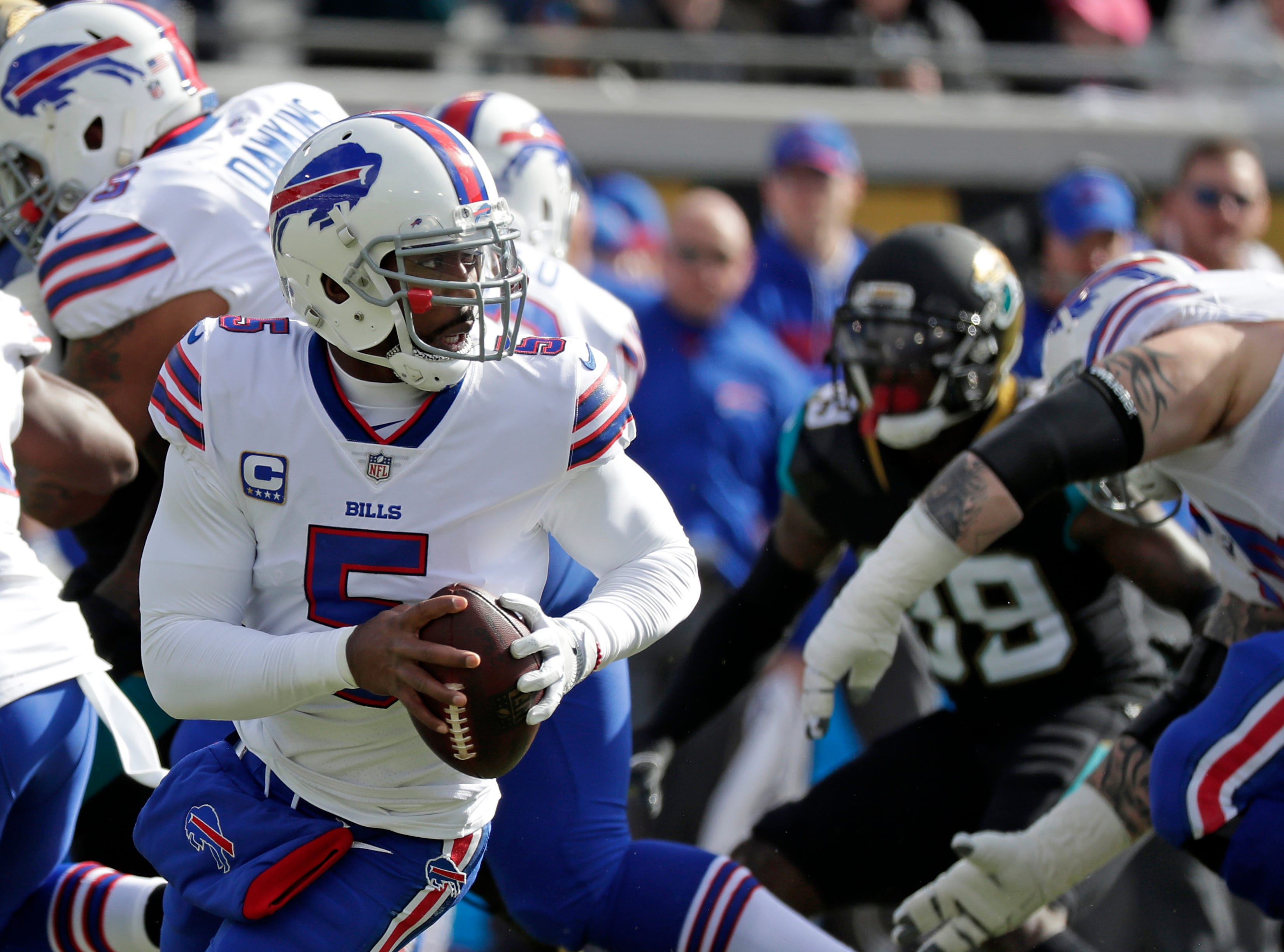 Marvelous Buffalo Bills Quarterback Tyrod Taylor Looks For A Receiver Against The Jacksonville  Jaguars In The First Half Of An NFL Wild Card Playoff Football Game, ...