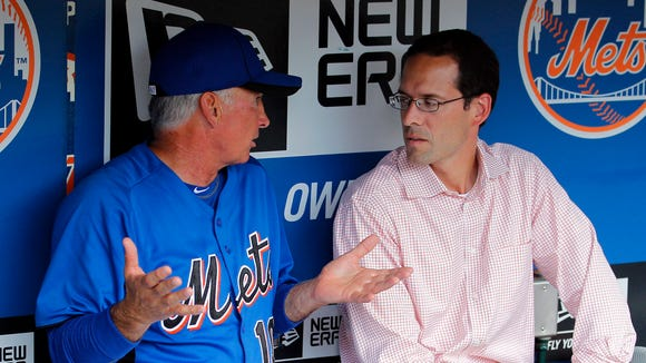 New York Mets manager Terry Collins talks with Mets