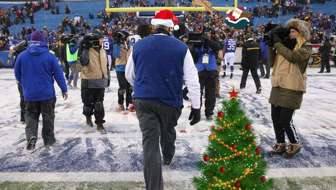 Bills head coach Rex Ryan leaves the field after a 27-20 loss to the Steelers on Dec. 11, 2016.