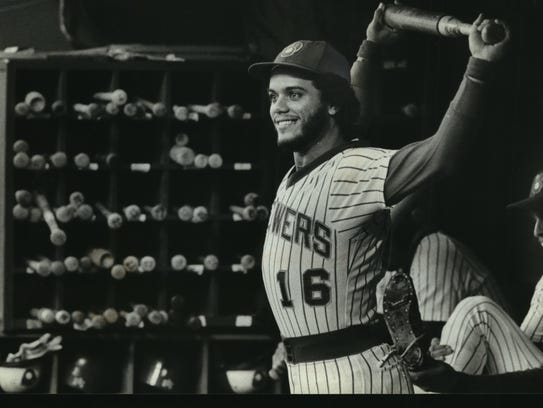 Sixto Lezcano interacts with fans in 1979.
