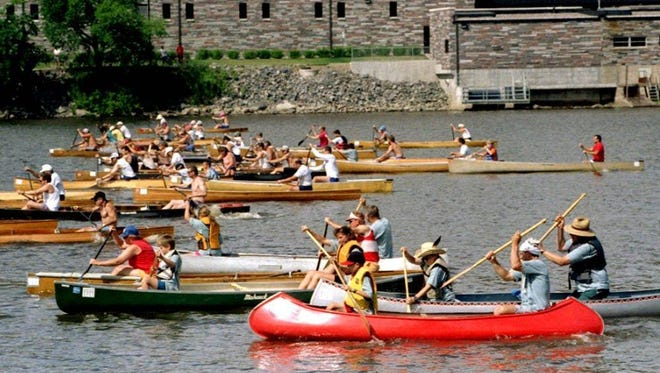 The Klarbrunn Canoe Classic lets all levels of canoers participate in a day of flatwater canoeing on the Mississippi River during the 1997 Wheels, Wings and Water Festival.