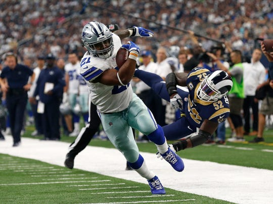 Dallas Cowboys running back Ezekiel Elliott (21) gets