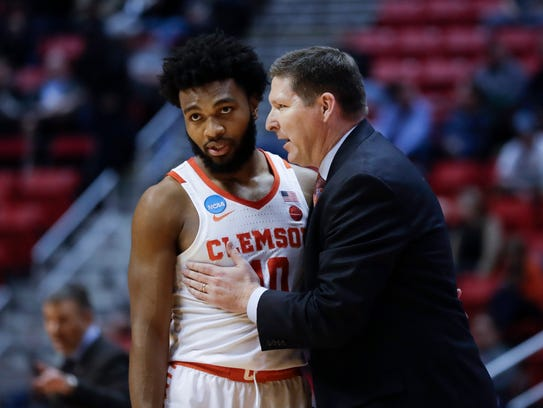 Clemson coach Brad Brownell has a word with guard Gabe