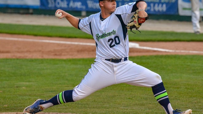 Bravehearts right-hander Sebastian Gruszecki pushes off and delivers during the 2018 season.