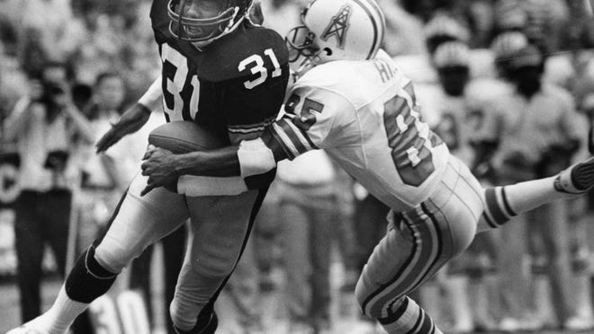 Steelers strong safety Donnie Shell returns an interception against Oilers receiver Drew Hill during a game at Three Rivers Stadium in Pittsburgh, Sept. 22, 1985. (Pittsburgh Post-Gazette via AP)