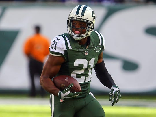 New York Jets free safety Marcus Gilchrist (21) runs with the ball after intercepting a pass from Baltimore Ravens quarterback Joe Flacco during Sunday's game at MetLife Stadium.