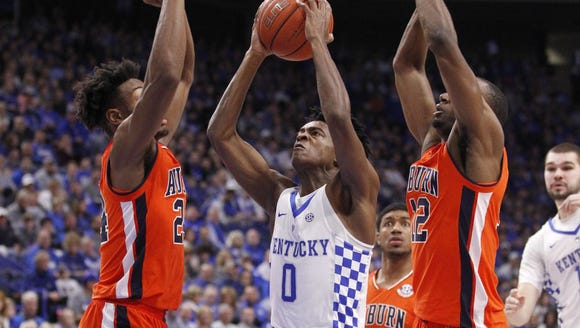 Kentucky point guard D'Aaron Fox drives on Auburn's