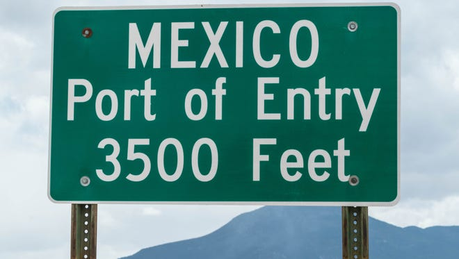Mexico port of entry sign