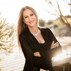 Rita Coolidge, rejuvenated with 'Safe in the Arms of Time'