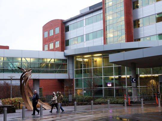 About 2,700 Regence Blue Cross Blue Shield of Oregoncustomers on Medicare received letters over the past few weeks that the insurance company and Salem Health remain at an impasse on contract negotiations.