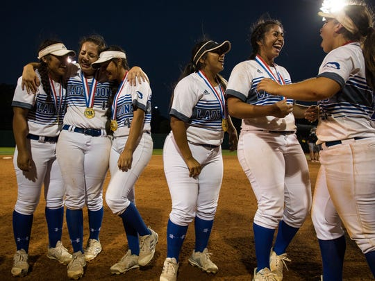 Santa Gertrudis celebrates winning the 3A state championship
