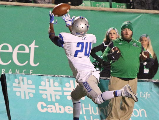 MTSU wide receiver Ty Lee (24) makes a catch along