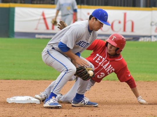 Ray's Antonio Valdez steals second base in the first inning against Moody on March, 04, 2017 at Whataburger Field.