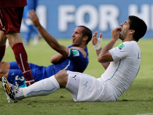 """FILE - In this Tuesday, June 24, 2014 file photo, Uruguay's Luis Suarez holds his teeth after biting Italy's Giorgio Chiellini's shoulder during the group D World Cup soccer match between Italy and Uruguay at the Arena das Dunas in Natal, Brazil.  Luis Suarez should get the verdict next week in his appeal against a four-month ban from football for biting an opponent at the World Cup. The Court of Arbitration for Sport says the decision is """"likely to be rendered some days"""" after the closed-doors hearing Friday, Aug. 8, 2014. (AP Photo/Ricardo Mazalan, File)"""