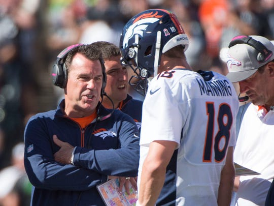 October 11, 2015; Oakland, CA, USA; Denver Broncos head coach Gary Kubiak (left) talks to quarterback Peyton Manning (18) against the Oakland Raiders during the second quarter at O.co Coliseum. Mandatory Credit: Kyle Terada-USA TODAY Sports