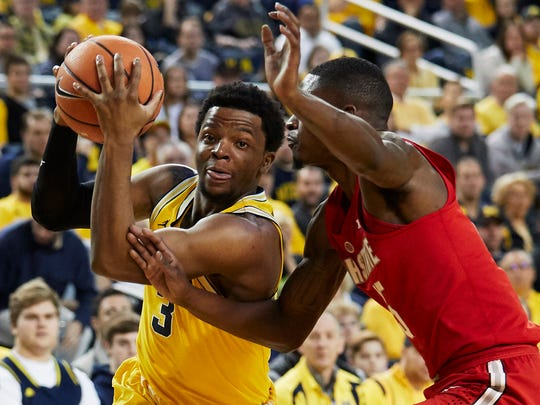 Michigan guard Zavier Simpson (3) drives against Ohio State guard Kam Williams (15) in the first half on Sunday, Feb. 18, 2018, at Crisler Center.