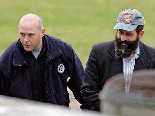 A federal agent accompanies Sholom Rubashkin, right,