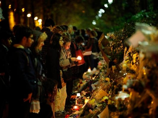 635836295660024354-France-Paris-Attacks-rile.jpg