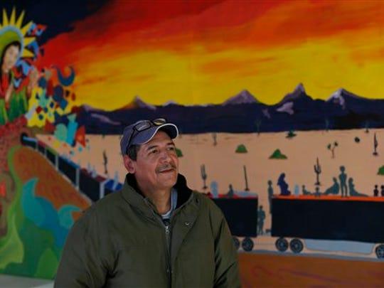 Monserrat Muñoz, recientemente deportado de Estados Unidos, habla con la Associated Press en un refugio para migrantes en Ciudad Juárez, 17 de enero de 2016. Muñoz, deportado después de días de caminar por el desierto, expresó la esperanza de que el papa Francisco hable por los inmigrantes a orillas del río Bravo. (AP Foto/Dario Lopez-Mills)