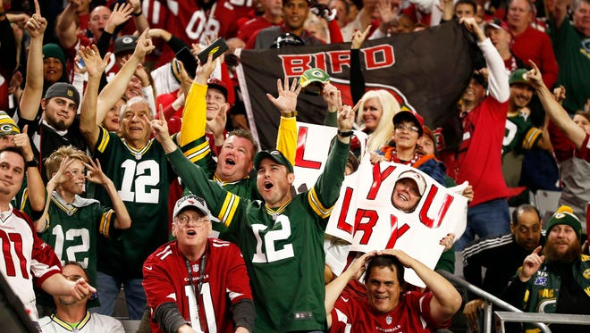 Cardinals and Packers fans cheer during the game on Dec. 27, 2015 in Glendale.