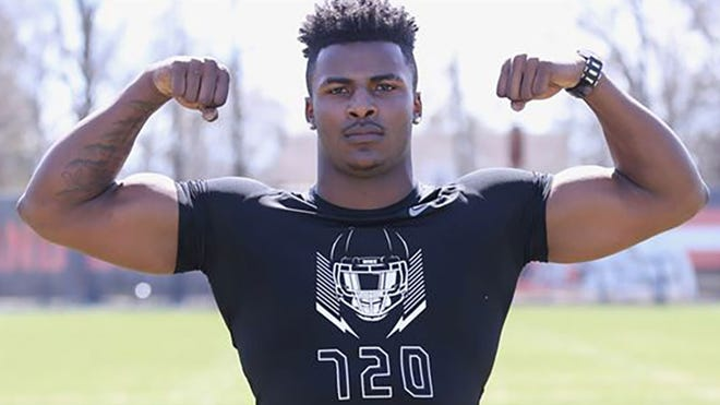 Florida State landed a commitment from four-star defensive end Xavier Peters.